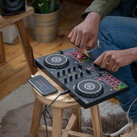 NUMARK® CHO RA ĐỜI THIẾT BỊ DJ ĐỜI MỚI MIXTRACK FX ĐƯA HIỆU ỨNG  ĐỈNH CAO ĐẾN GẦN HƠN BAO GIỜ HẾT